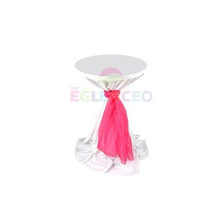 Süslenmiş kokteyl masası